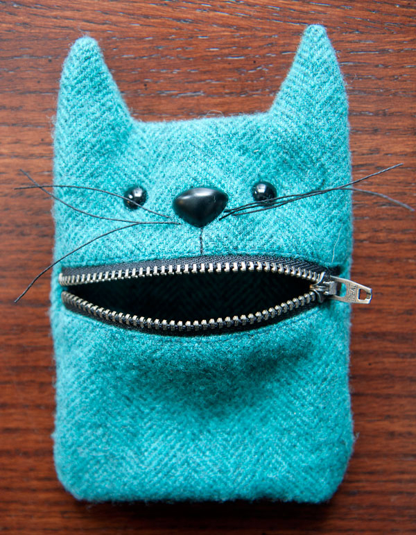 52 zippers #34: Wool felt cat mouth zipper pouch